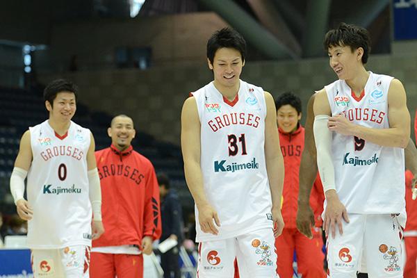 (右から)#9水戸 健史選手、#31城宝 匡史選手、#0藤江 建典選手